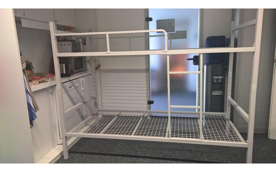 Etagenbett Teilbar Metall : Kwull gmbh profi für betriebseinrichtungen metall etagenbett